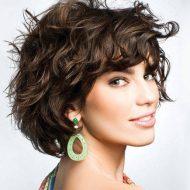 Corte de cabelo curto ondulado