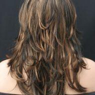Corte de cabelo escadeado em camadas