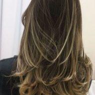 Corte de cabelo feminino medio em camadas