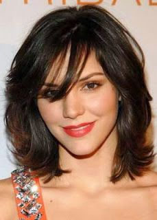 corte de cabelo feminino medio repicado com franja