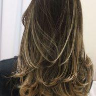 Corte de cabelo medio em camadas