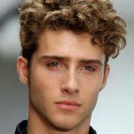 Corte de cabelo ondulado masculino